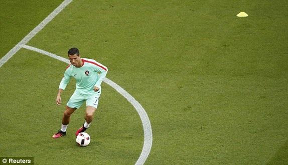 Bồ Đào Nha 2-0 Wales: Người hùng C.Ronaldo - 12