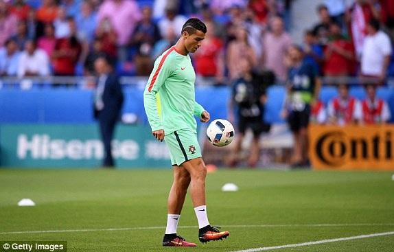 Bồ Đào Nha 2-0 Wales: Người hùng C.Ronaldo - 13