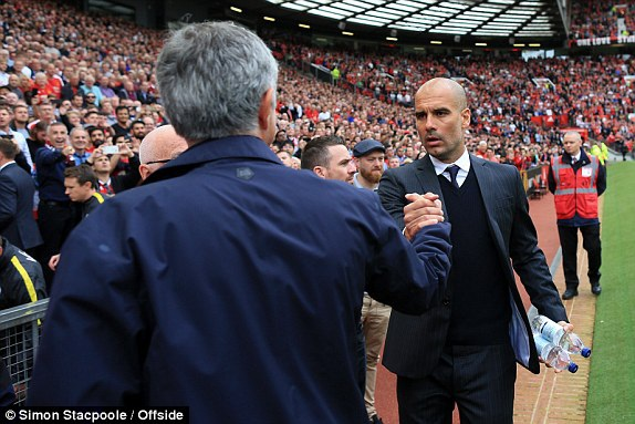Mourinho bắt tay Guardiola
