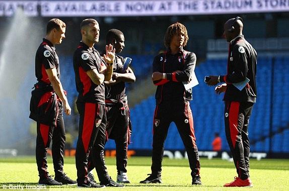 Wilshere (giữa) sẽ ra sân cùng Bournemouth