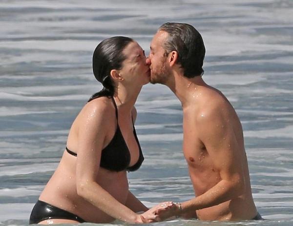 Vợ chồng Anne và Adam Shulman trông thật hạnh phúc!