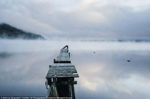 Cảnh sương sớm trên vịnh Borlum ở Loch Ness, Scotland. Ảnh: Margaret Soraya
