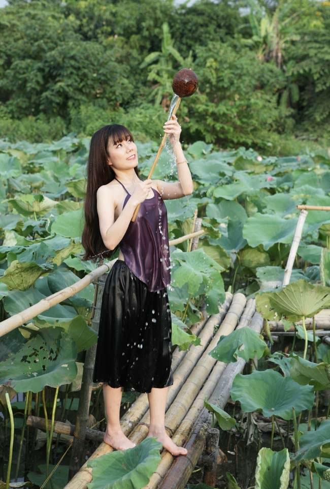 """Thiếu nữ Hà thành """"lăn lê bò toài"""" chụp ảnh cùng sen - 15"""