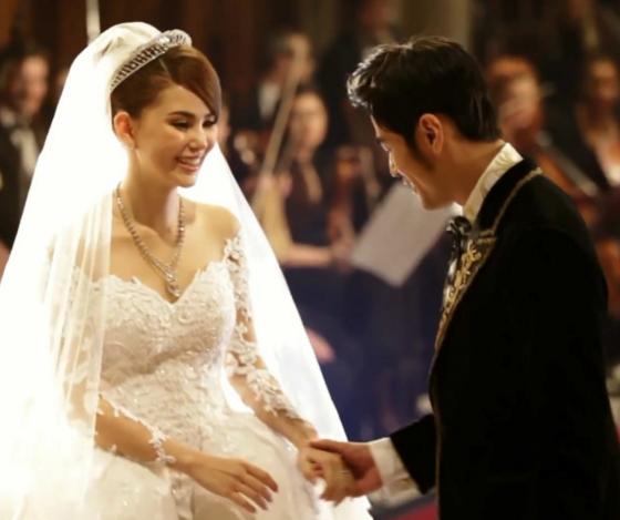 Châu Kiệt Luân và Hannah tổ chức đám cưới hồi tháng 1/2015 tại ba địa điểm là Anh, Úc, Đài Loan. Và một tháng sau đó, Châu Kiệt Luân thừa nhận, bà xã của anh đã mang bầu được gần 5 tháng.