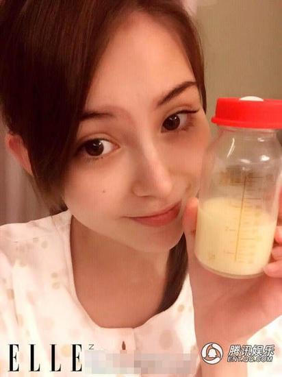 Hannah giống như một bà mẹ bỉm sữa chính hiệu khi khoe chiến tích của cô sau một cữ vắt sữa.