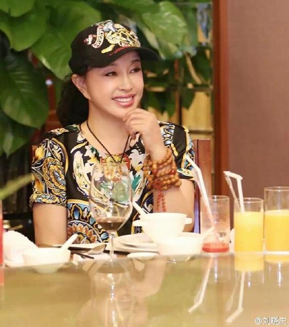 Những bức ảnh chân dung gần đây của Lưu Hiểu Khánh luôn khiến người hâm mộ trầm trồ ngưỡng mộ. So với vài năm trước, Lưu Hiểu Khánh đang trẻ lên từng ngày.