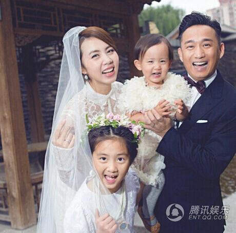 Nam diễn viên Huỳnh Lỗi và Tôn Lệ đã có với nhau 2 cô con gái. Cả bốn người trong gia đình Huỳnh Lỗi đều có vẻ ngoài khá giống nhau. Nam diễn viên hạng A của màn ảnh Hoa ngữ chọn một cuộc sống lặng lẽ, khép kín và ít chia sẻ về gia đình trên mặt báo để bảo vệ các con.