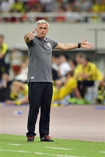 Bất chấp những sự chỉ đạo rất quyết liệt của Mourinho bên ngoài đương biên, MU vẫn thi đấu rất bế tắc