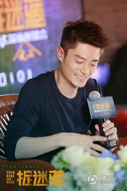 Tối 8/8, Hoắc Kiến Hoa tham dự một sự kiện tại Đài Loan. Đây là sự kiện đầu tiên mà nam diễn viên điển trai tham gia sau khi kết hôn.
