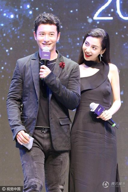 Suốt cả sự kiện, Huỳnh Hiểu Minh không rời vợ nửa bước. Anh luôn chăm chút và để ý cô. Cặp đôi làm đám cưới hoành tráng vào mùa thu năm ngoái sau một thời gian dài hò hẹn.