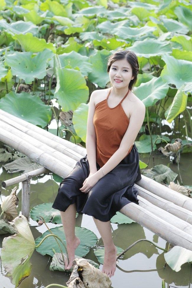 """Thiếu nữ Hà thành """"lăn lê bò toài"""" chụp ảnh cùng sen - 18"""