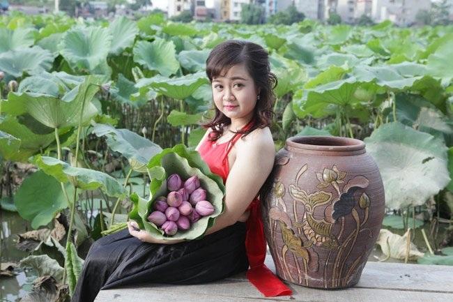 """Thiếu nữ Hà thành """"lăn lê bò toài"""" chụp ảnh cùng sen - 19"""