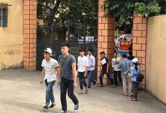 Nhiều thí sinh thất vọng vì khó đạt điểm cao trong môn thi thứ 2. (Ảnh: Nguyễn Thùy)
