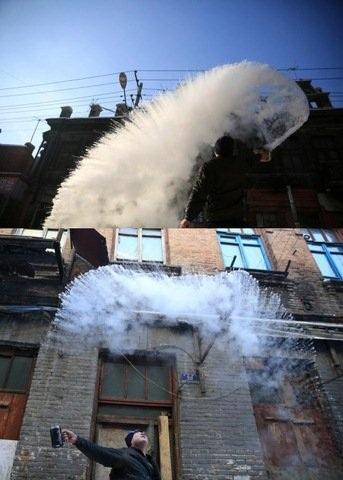 Nước sôi hắt ra hóa băng trong cái rét cực độ ở Trung Quốc - 2