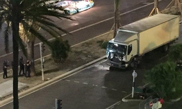 Chiếc xe tải này đã lao vào đám đông (Ảnh: Reuter)