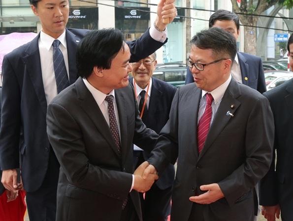 """Diễn giả hàng đầu Nhật Bản nói về """"phát triển bền vững"""" trong quan hệ giáo dục - 1"""