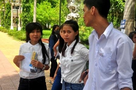 Các thí sinh ở cụm thi ĐH Quảng Nam cũng cho rằng khó lấy điểm cao của môn Tiếng Anh (Ảnh: C.Bính-N.Linh)