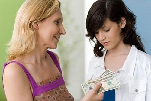 Mình sợ đến lúc sinh con cũng phải ngửa tay xin mẹ chồng tiền mua tã (Ảnh minh họa)