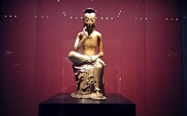 Tượng Phật lạ 1400 tuổi và vương miện vàng ròng 1kg - 2