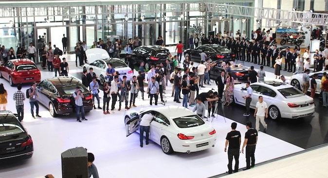 Ôtô tăng giá 200 triệu: Xếp hàng nửa năm mới có xe - 2
