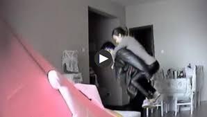 Kim Tắc Dận cõng người tình vào phòng ngủ