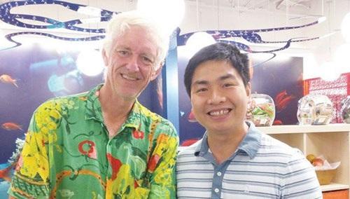 Nguyễn Thành Nhân (bên phải) luôn hy vọng trong thời gian tới sẽ có nhiều bạn trẻ Việt Nam đặt chân vào Google.