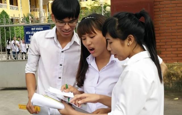 Hầu hết các thí sinh đều nhận định, đề thi năm nay dài và khó (ảnh: Thái Bá)