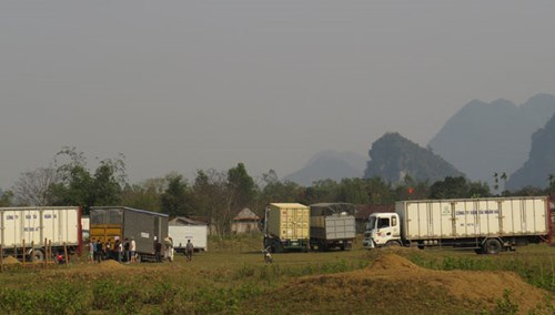 Có đến 40 chiếc container và 80 chiếc xe 16 chỗ ngồi được đoàn làm phim huy động cho các cảnh quay ở Quảng Bình.
