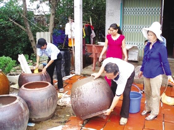 Cảnh báo dịch bệnh đầu mùa mưa: Trẻ mắc hô hấp, già đau khắp người - 2