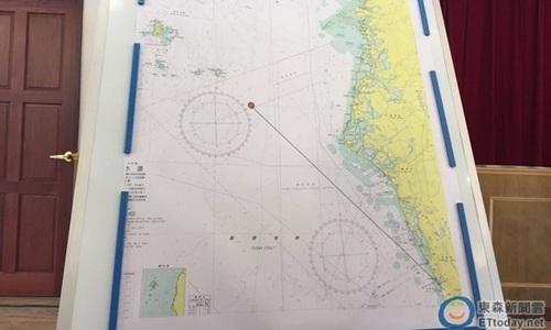 Bản đồ vụ phóng nhầm tên lửa do hải quân Đài Loan công bố. Tên lửa phóng từ phía Nam Đài Loan và bay khoảng 75 km thì xuyên qua tàu cá (chấm đỏ). Ảnh: CNA.