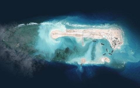 Hình ảnh vệ tinh Trung Quốc cải tạo phi pháp bãi Chữ Thập ở Biển Đông. (Ảnh AP)