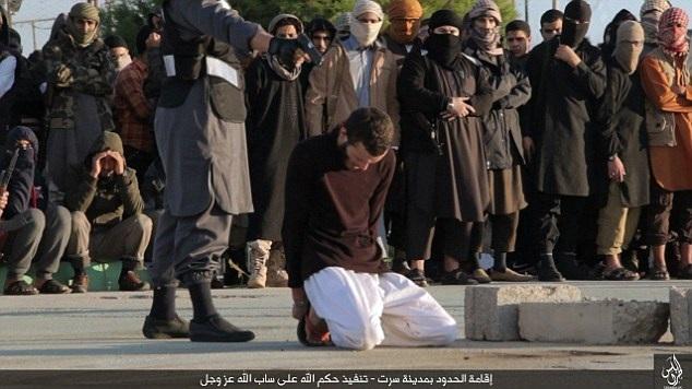 IS không được lòng người dân Sirte, do tổ chức nhiều vụ hành quyết ở đây (Ảnh: Daily Mail)