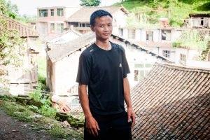 Mo Wangqing tại làng của anh, nơi anh đã bắt đầu công việc mới là nuôi cá và đang có kế hoạch mở một nhà hàng