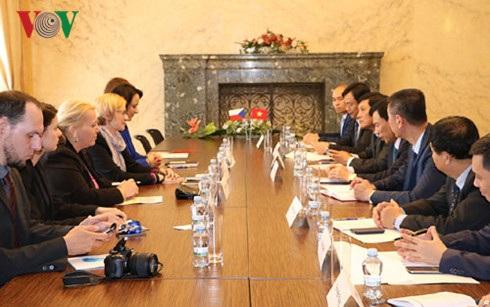 Bộ trưởng Văn hóa -Thể thao -Du Lịch Nguyễn Ngọc Thiện làm việc với Bộ trưởng phát triển vùng Karla Slechtova.