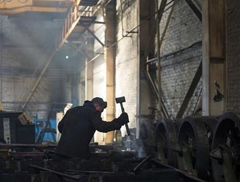 Trong xưởng đóng xe tăng Azovets