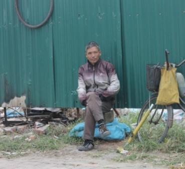 Chú Nguyễn Hải lo lắng nghỉ Tết dài không có khách vá xe sẽ không có thu nhập