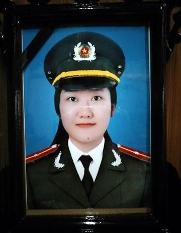 Chị Đậu Thị Huyền Trâm (25 tuổi) là thiếu úy công an, công tác tại phòng tham mưu, công an tỉnh Hà Tĩnh