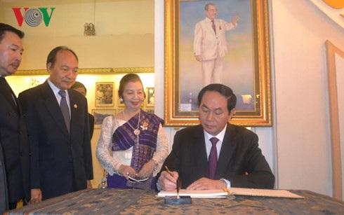 Chủ tịch nước Trần Đại Quang ghi sổ lưu niệm tại Khu lưu niệm cố Chủ tịch Souphanouvong