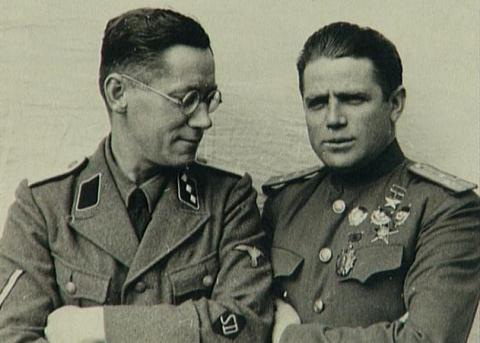 Tavrin (phải) và người giám sát của SD