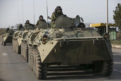 Xe thiết giáp Nga tại Sevastopol, Crimea. Ảnh: Reuters