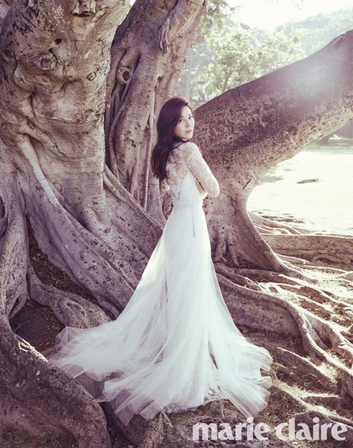 Một số hình ảnh cưới tuyệt đẹp và lãng mạn của cô dâu Kim Ha Neul vừa được hé lộ.