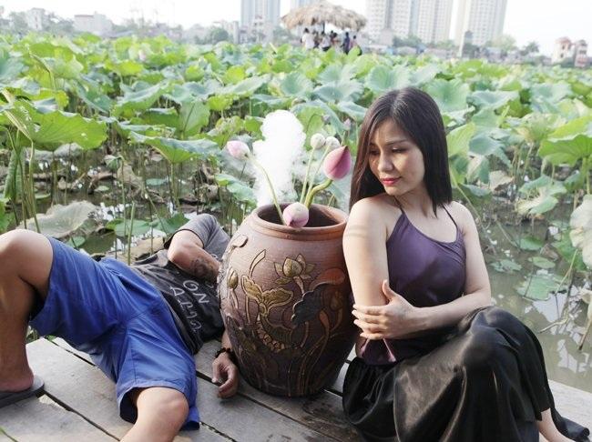 """Thiếu nữ Hà thành """"lăn lê bò toài"""" chụp ảnh cùng sen - 21"""