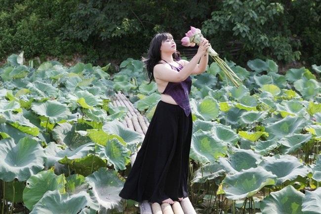 """Thiếu nữ Hà thành """"lăn lê bò toài"""" chụp ảnh cùng sen - 23"""