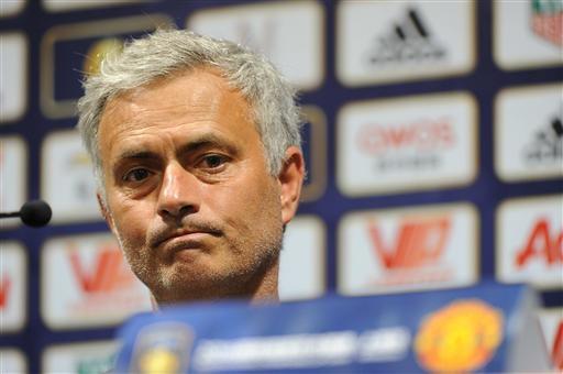 Gương mặt đượm buồn, có chút cam chịu của Mourinho. So với trước đây, bây giờ Mourinho đã là một huấn luyện viên dễ chịu hơn nhiều với công chúng