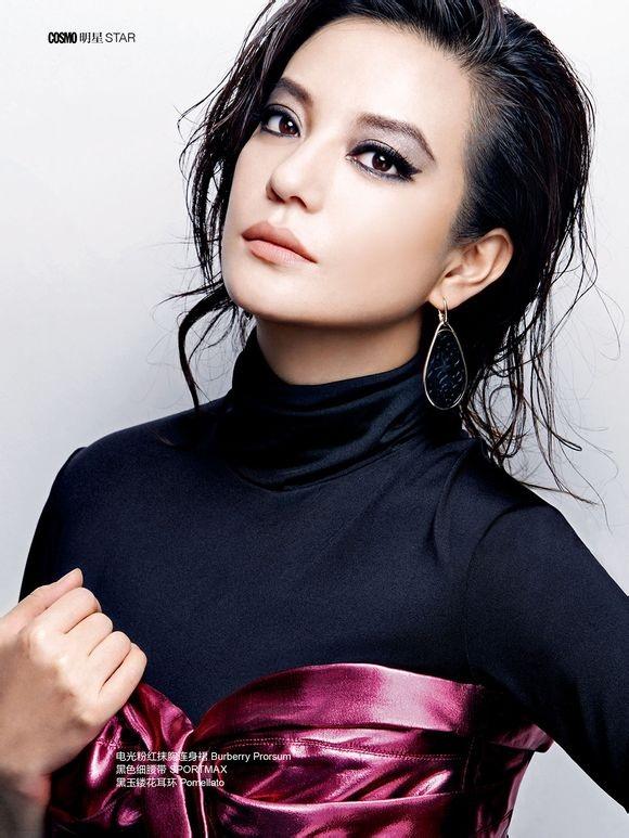 Triệu Vy đã có gần 20 năm hoạt động trong làng giải trí. Cô được xem là một trong những ngôi sao điện ảnh hạng A của Hoa ngữ và nổi tiếng trên thế giới. Én nhỏ không còn tham gia nhiều bộ phim truyền hình mà chỉ tập trung cho các phim điện ảnh. Số lượng phim cô tham gia không nhiều nhưng các vai diễn đều để lại ấn tượng sâu sắc trong làng khán giả, ví dụ như trong Họa bì.