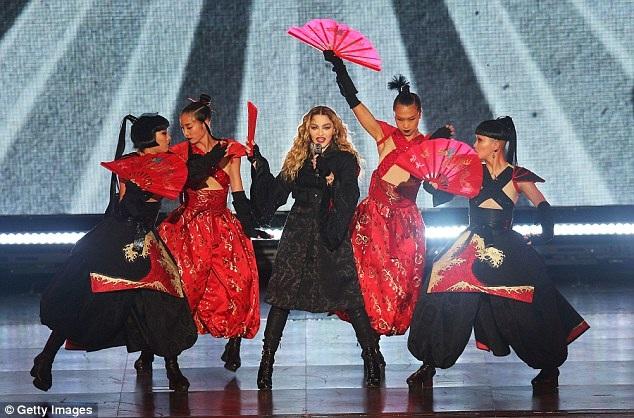 Madonna đang lưu diễn vòng quanh thế giới và trong mấy ngày này cô đang trình diễn tại Úc.