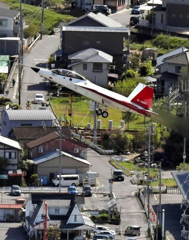 Chuyến bay kéo dài 25 phút và máy bay đã hạ cánh xuống một căn cứ của Lực lượng phòng vệ trên không Nhật Bản ở tỉnh Gifu lân cận.