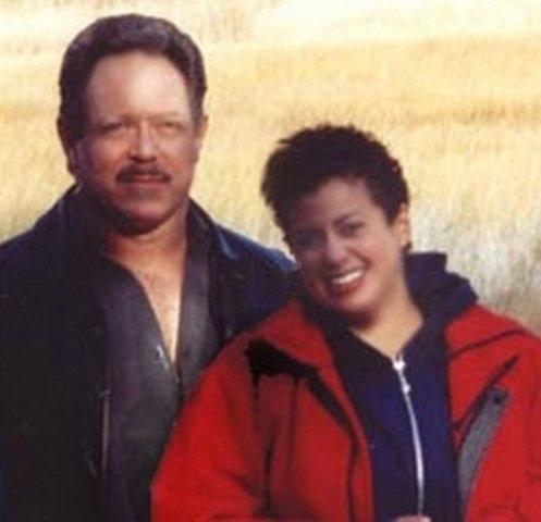 Langan cùng vợ chọn cuộc đời bình dị.
