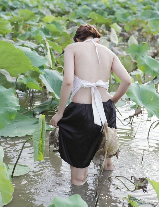 """Thiếu nữ Hà thành """"lăn lê bò toài"""" chụp ảnh cùng sen - 3"""