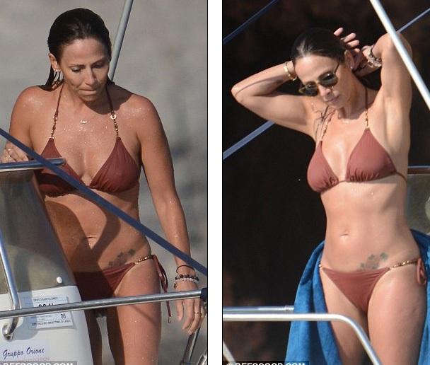 Nữ ca sĩ nổi tiếng người Úc - Natalie Imbruglia đang nghỉ hè cùng bạn bè tại Ý. Cô xuất hiện trên du thuyền cùng một nhóm bạn. Nữ ca sĩ 41 tuổi diện bikini khoe thân hình tuyệt đẹp.